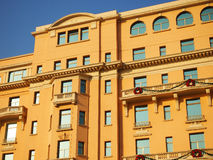Fachada y azotea del hotel Fotos de archivo libres de regalías