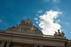 Fachada y cielo azul con la nube en Viena, Austria 2015 Imágenes de archivo libres de regalías