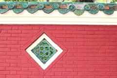 Fachada y decoraciones de un templo chino Foto de archivo libre de regalías