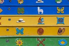 Fachadas coloreadas de la arquitectura, detalles en Guatape, Colombia Imagen de archivo