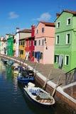 Fachadas coloreadas de la isla de Burano, Venecia Fotos de archivo
