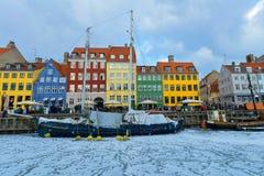 Fachadas coloreadas de Nyhavn en Copenhague en Dinamarca en invierno fotos de archivo libres de regalías