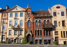 Fachadas das casas na cidade velha em Vilnius Fotografia de Stock