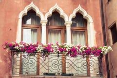 Fachadas de casas en una calle en Venecia, Italia Fotos de archivo libres de regalías