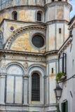 Fachadas de casas en una calle en Venecia, Italia Imágenes de archivo libres de regalías