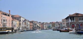 Fachadas de hogares residenciales en Italia Foto de archivo libre de regalías