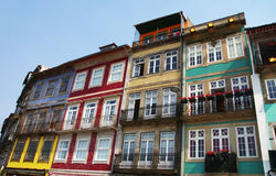 Fachadas de las casas viejas en Oporto Fotos de archivo libres de regalías