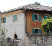 Fachadas del cpo de la casa de diverso color Fotos de archivo