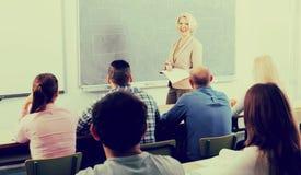 Fachleute und Trainer am Training lizenzfreies stockfoto