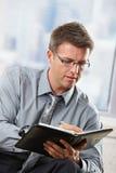 Fachmann, der Kenntnisse in Organisator nimmt Lizenzfreies Stockfoto