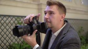 Fachowa fotografia strzela indoors Fotograf bierze obrazek fotografie z cyfrow? kamer? DSLR zbiory