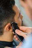 Fachowa fryzjera męskiego mienia żyletka Zdjęcie Royalty Free