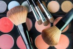 Fachowa makeup paleta z makeup muśnięciem Obrazy Royalty Free