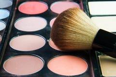 Fachowa makeup paleta z makeup muśnięciem Fotografia Royalty Free