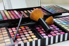 Fachowa makijaż paleta, muśnięcia i Obrazy Royalty Free