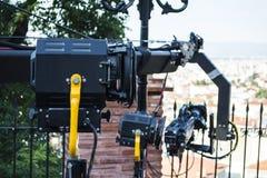 Fachowa oświetlenia i żurawia kamera na miasto ulicie obraz royalty free