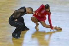 Fachowa taniec para Wykonuje Youth-2 latyno-amerykański program na WDSF zawody międzynarodowi WR tana filiżance Obraz Royalty Free