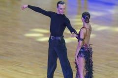 Fachowa taniec para Wykonuje Youth-2 latyno-amerykański program na WDSF zawody międzynarodowi WR tana filiżance Fotografia Royalty Free