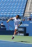 Fachowe gracz w tenisa Janko Tipsarevic praktyki dla us open 2013 przy Billie Cajgowego królewiątka tenisa Krajowym centrum Obrazy Stock
