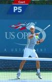 Fachowe gracz w tenisa Novak Djokovic praktyki dla us open 2013 przy Billie Cajgowego królewiątka tenisa Krajowym centrum Zdjęcie Stock