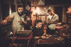 Fachowego muzycznego zespołu magnetofonowa piosenka w butika magnetofonowym stu zdjęcia royalty free