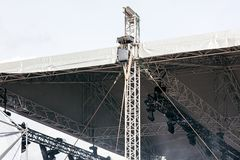 Fachowi światła reflektorów pod dachem plenerowa scena Fotografia Stock