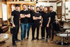 Fachowi hairstylists w zakładu fryzjerskiego wnętrzu zdjęcie royalty free