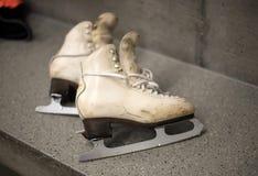 Fachowi jazda na łyżwach buty w przebieralni Fotografia Stock
