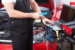 Fachowy auto mechanik. Obrazy Stock