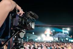 Fachowy cyfrowej kamery magnetofonowy wideo w muzyka koncerta festiwalu zdjęcia stock