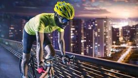 Fachowy drogowy rowerowy setkarz w akci zdjęcie royalty free