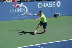 Fachowy gracz w tenisa Grigor Dimitrov od Bułgaria praktyk dla us open 2013 przy Billie Cajgowego królewiątka tenisa Krajowym cent Zdjęcie Stock