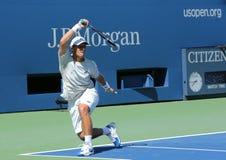 Fachowy gracz w tenisa Ricardas Berankis od Lithuania praktyk dla us open 2013 przy Billie Cajgowego królewiątka tenisa Krajowym c Zdjęcia Royalty Free