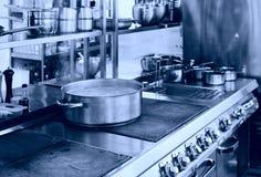 Fachowy kuchenny wnętrze, tonujący zdjęcia royalty free