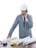 Fachowy męski architekt używa jego mądrze telefon Zdjęcia Stock