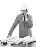 Fachowy męski architekt używa jego mądrze telefon Obraz Stock