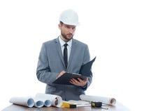 Fachowy męski constructionist writing na jego schowku Obraz Royalty Free