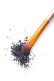 Fachowy makeup muśnięcie i luźni prochowi eyeshadows odizolowywający Obrazy Royalty Free