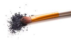 Fachowy makeup muśnięcie i luźni prochowi eyeshadows odizolowywający Zdjęcia Stock