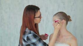 Fachowy makijaż tworzy twarzy makeup sztukę zbiory
