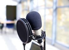 Fachowy mikrofon dla wokalnie nagrania fotografia stock