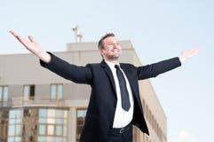 Fachowy nieruchomość konsultant cieszy się jego triumf zdjęcia stock