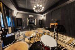 Fachowy studio nagrań z instrumentami muzycznymi Zdjęcia Stock