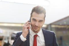 Fachowy ufny biznesmena dzwonić Fotografia Stock