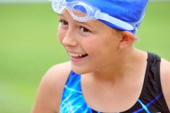 Facial de la muchacha en engranaje de la nadada Foto de archivo