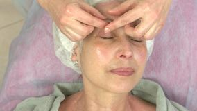 facial ma dojrzałej masaż kobiety zbiory wideo