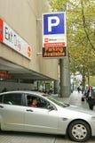 A facilidade da rua da rainha de Wilson Parking oferece o estacionamento de 24 horas seguro do carro em uma base ocasional ou men imagens de stock royalty free