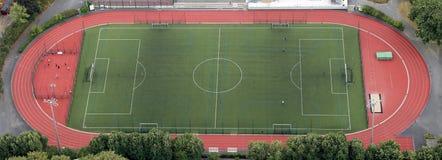 facilidade de esportes do atletismo e campo de futebol fotografia de stock