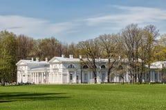 Facilidade descuidado, que é parte do complexo do palácio de Elaginostrovsky na ilha de Elagin em St Petersburg Fotografia de Stock