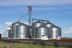Facilidade do silo do armazenamento da grão do metal Fotos de Stock Royalty Free
